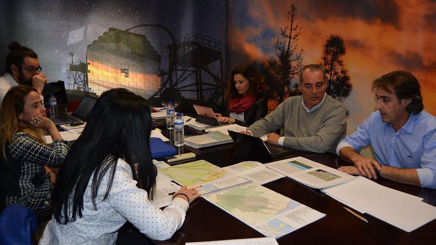 Reunión sobre la revisión de suelo turístico.