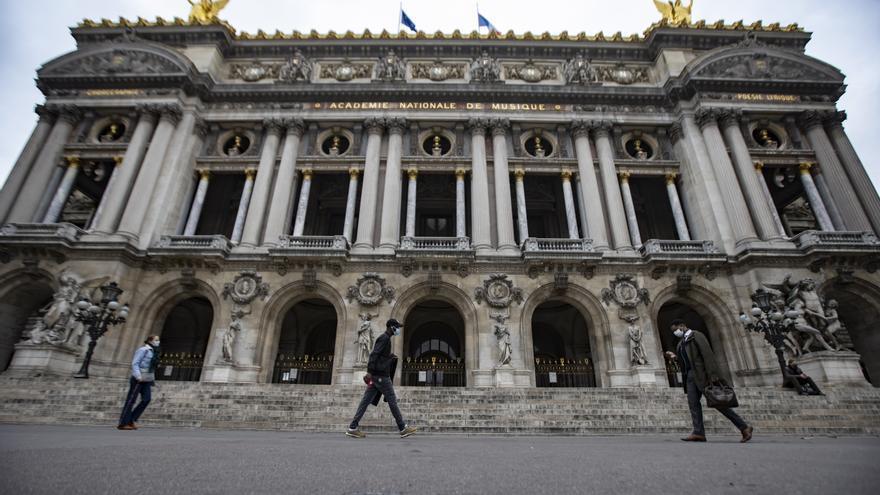 Francia acelera el certificado sanitario frente al repunte de la pandemia