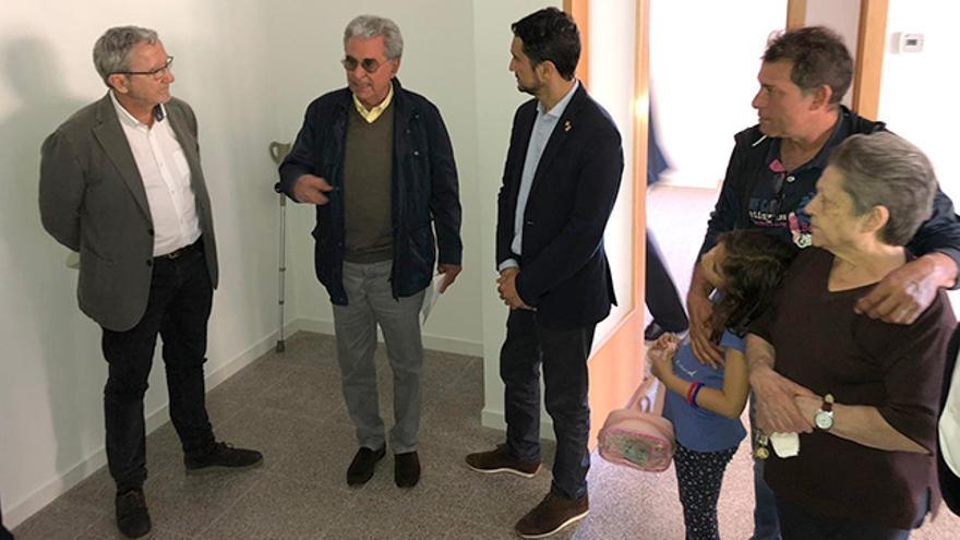 El conseller Calvet, durant el lliurament a Sabadell de pisos construïts per l'INCASÒL i finançats per l'Agència de l'Habitatge de Catalunya