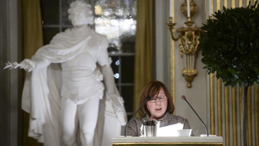 """La nobel Alexiévich lleva a Estocolmo a """"las voces humanas solitarias"""""""