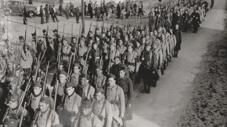 Base de la Legión Extranjera de Le Barcarés (Francia), centro de formación de los RMVE. Muchos se incorporaron a estas unidades entre 1939 y 1940, siendo hechos prisioneros por los alemanes durante la campaña de Francia y posteriormente trasladados a los campos nazis al perder su estatus de prisioneros de guerra (http://m.mve2gm.es/paises/bando-aliado/francia/legion-extrangera/a21e-regiment-de-marche-des-volontaires-etrangers/).