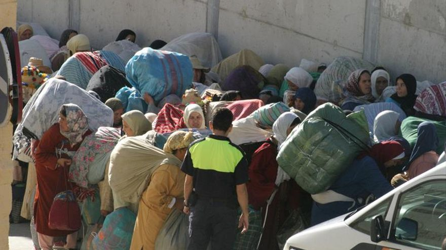 Ceuta repartirá 4.000 tarjetas a los porteadores para controlar la frontera