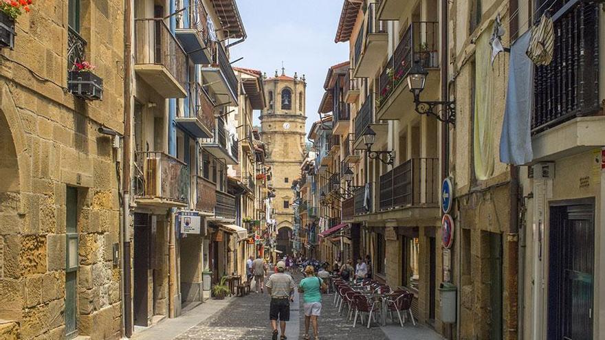 Posible transmisión comunitaria: Osakidetza hará test masivos en Getaria tras localizar un foco en una zona de hostelería