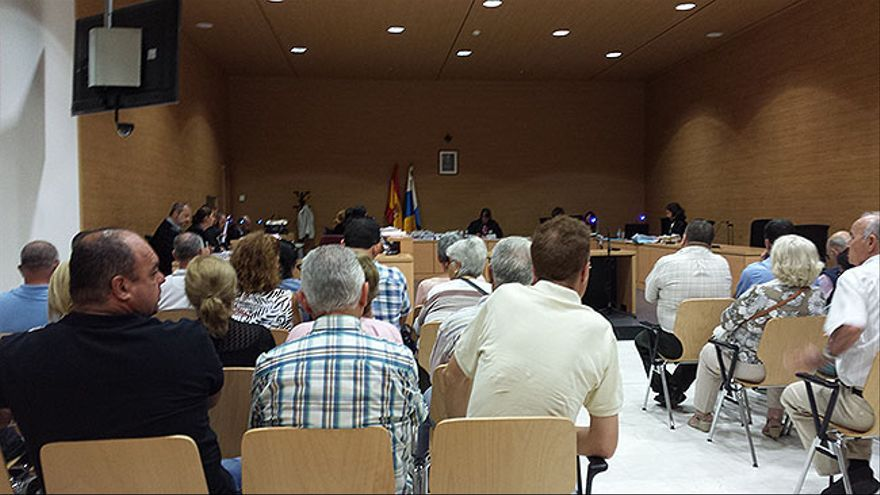 Sesenta taxistas de Las Palmas responden ante el juez por cesión de trabajadores a un 'flotero'