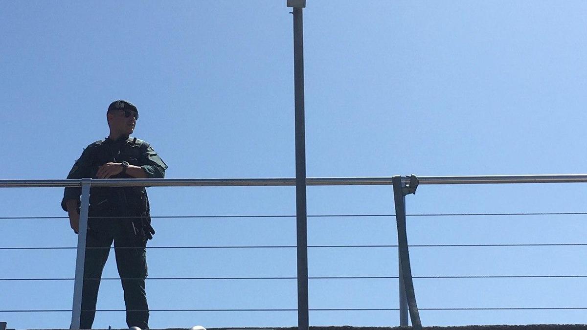 Un agente de la Guardia Civil, en Gipuzkoa