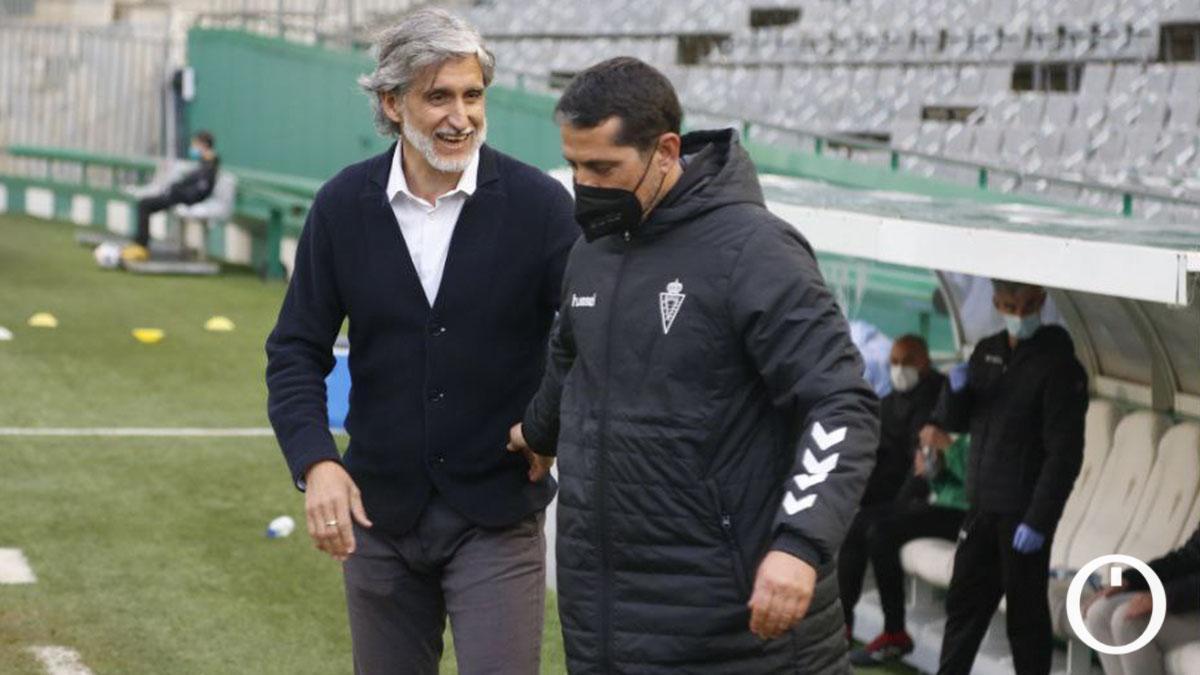 Alfaro saluda a Loreto antes del partido.