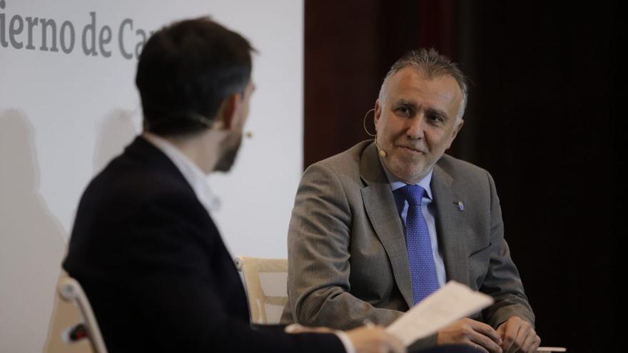 El presidente del Gobierno de Canarias, Ángel Víctor Torres, entrevistado por el director de eldiario.es, Ignacio Escolar.
