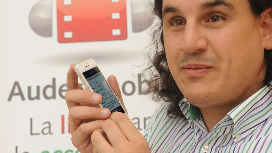 'Audesc Mobile' recoge ya las audiodescripciones de más de 250 películas, que se sincronizan automáticamente con los filmes (Foto: ONCE)