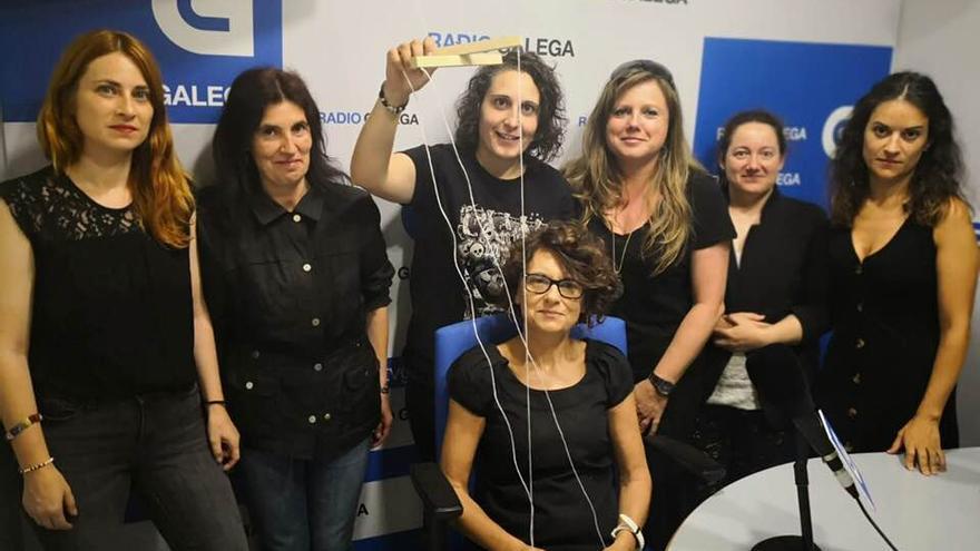 Trabajadoras de la Radio Galega y la TVG en Ourense, durante el octavo viernes negro