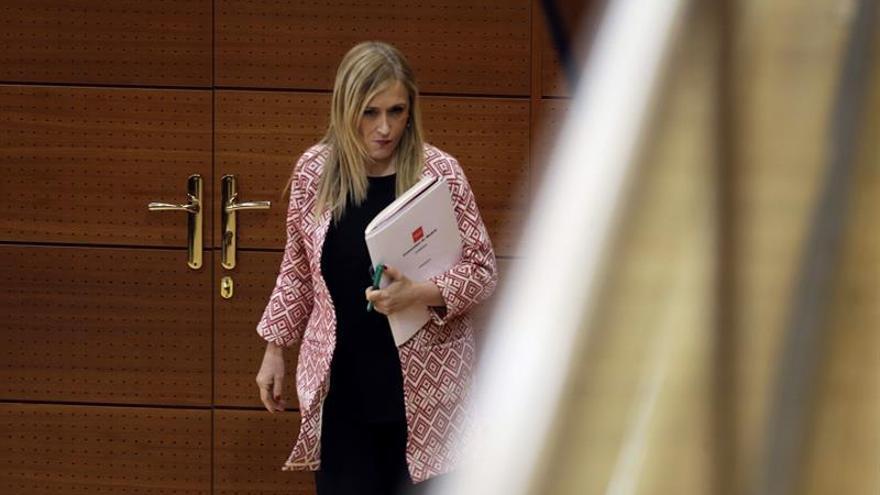 La AVT premia a la Asociación Española contra el Cáncer y Cristina Cifuentes