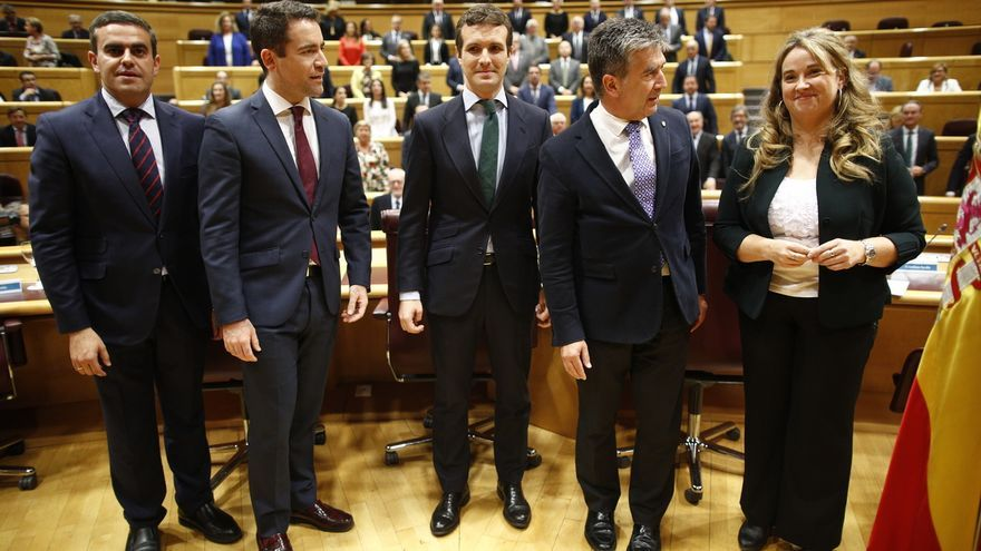 El PP elimina el grupo de whatsapp que compartían los senadores tras la polémica por el mensaje de Cosidó