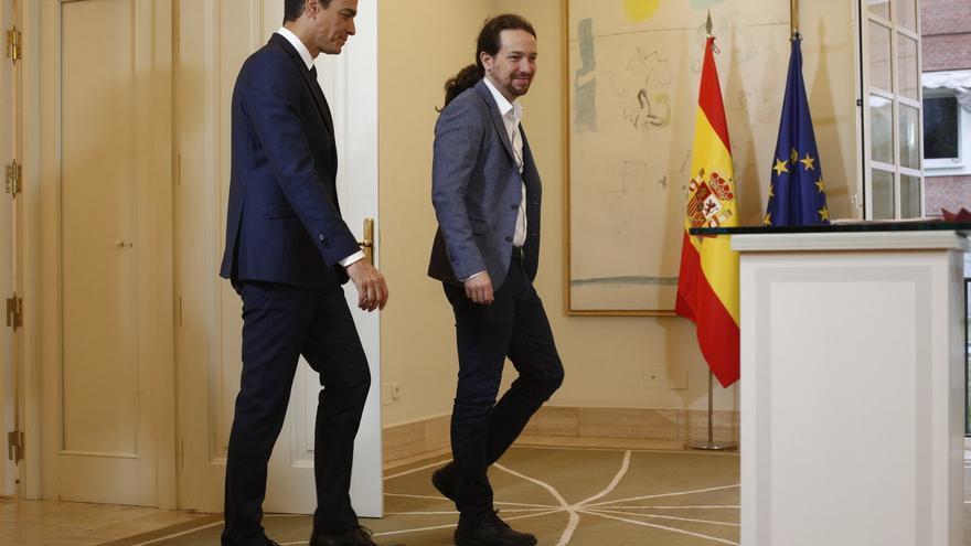 Pedro Sánchez y Pablo Iglesias, durante la firma del acuerdo de presupuestos.