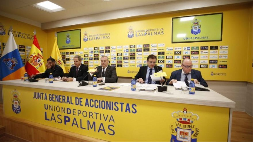 Junta de Accionistas en la sala de prensa del Estadio de Gran Canaria.