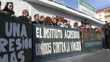 Alumnos y profesores condenan la agresión de un padre a un maestro en Vélez-Málaga