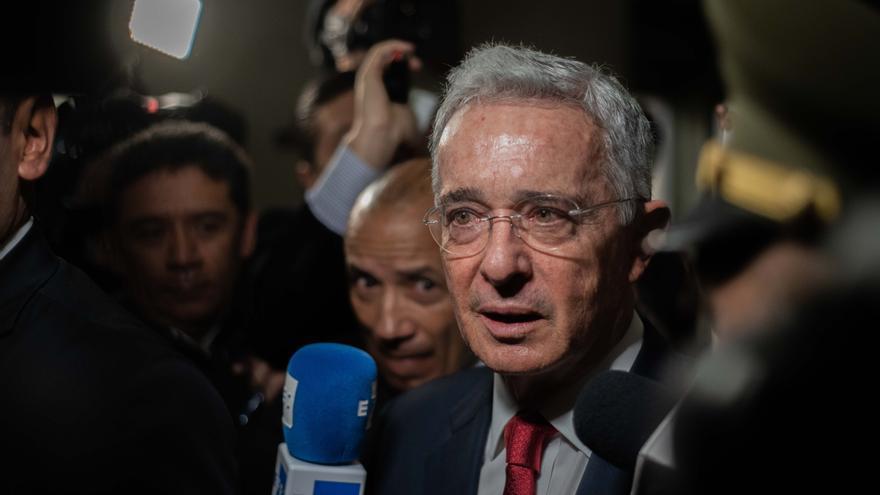 El proceso de Uribe pasa a la Fiscalía en medio de controversia en Colombia