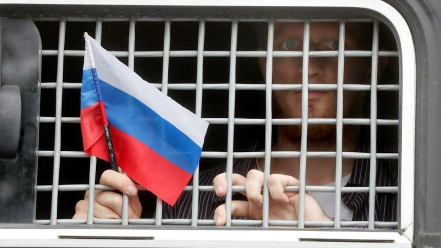 Despiden a cuatro policías por el polémico caso contra un periodista ruso