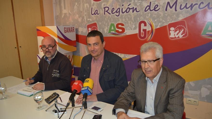 Álvarez-Castellanos, Pujante y Manuel Fuentes en el acto de Ganar Mula