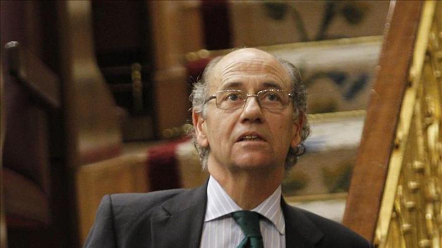 """El diputado del PP Teófilo De Luis califica la moda de un sector con """"genio"""""""