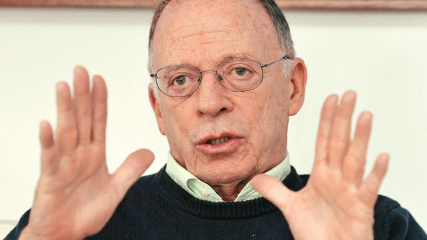 Enrique Santos Calderón, periodista y hermano del actual presidente de Colombia Juan Manuel Santos.
