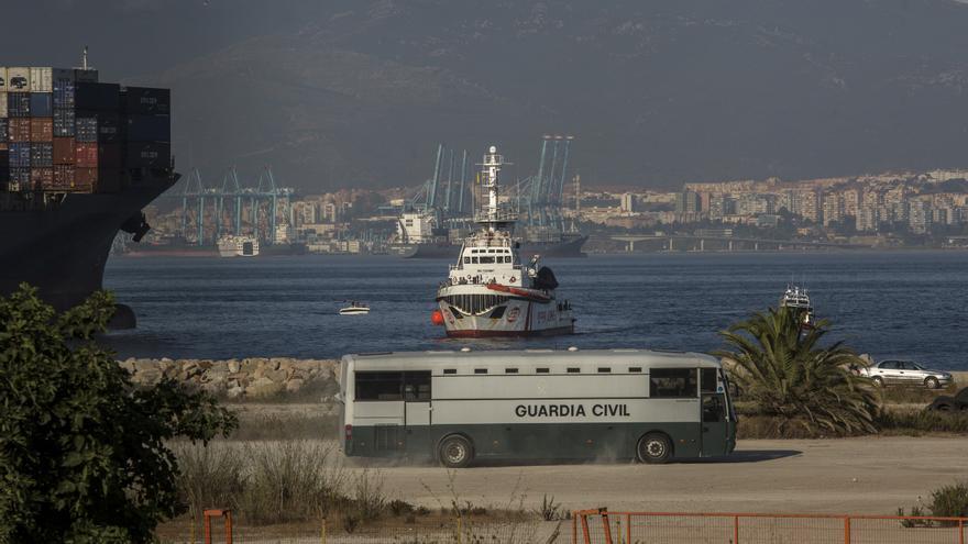 El Open Arms llegando al puerto de Algeciras con 87 rescatados a bodo.