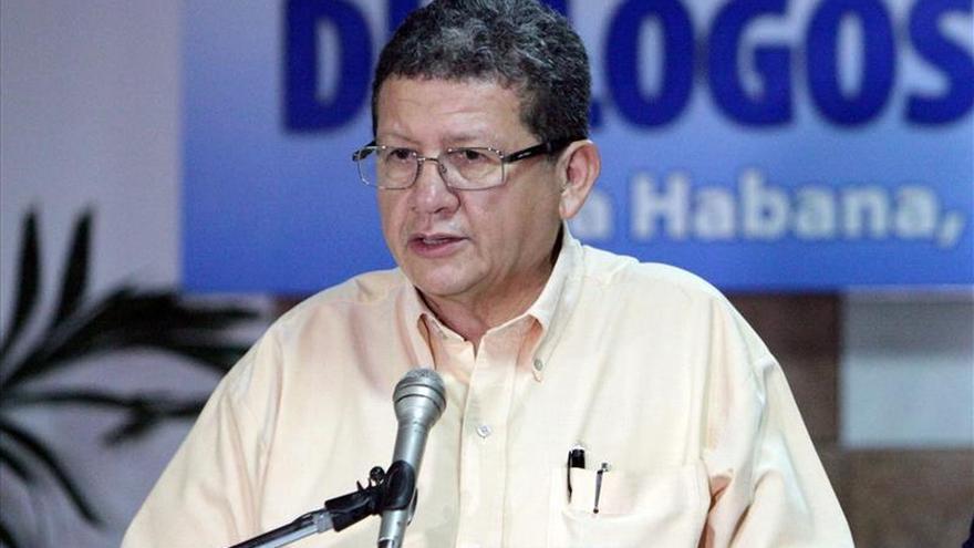 """Las FARC piden que cesen el paramilitarismo y la """"guerra sucia"""" contra la izquierda"""