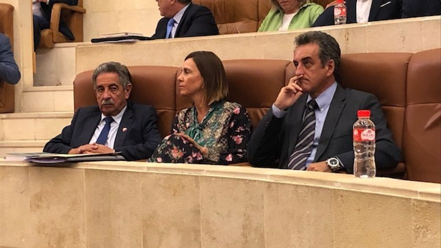 Revilla confirma que Paula Fernández y Francisco Martín repetirán como consejeros.