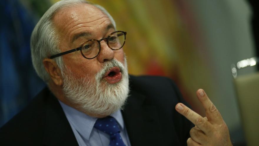 """Cañete dice que la CE no se pronuncia porque es un asunto interno y está """"muy lejos de las preocupaciones europeas"""""""