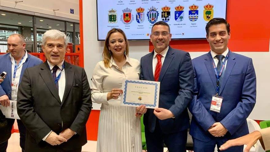 La presidenta del Cabildo de Lanzarote, Dolores Corujo, y el alcalde de Teguise, Oswaldo Betancort.
