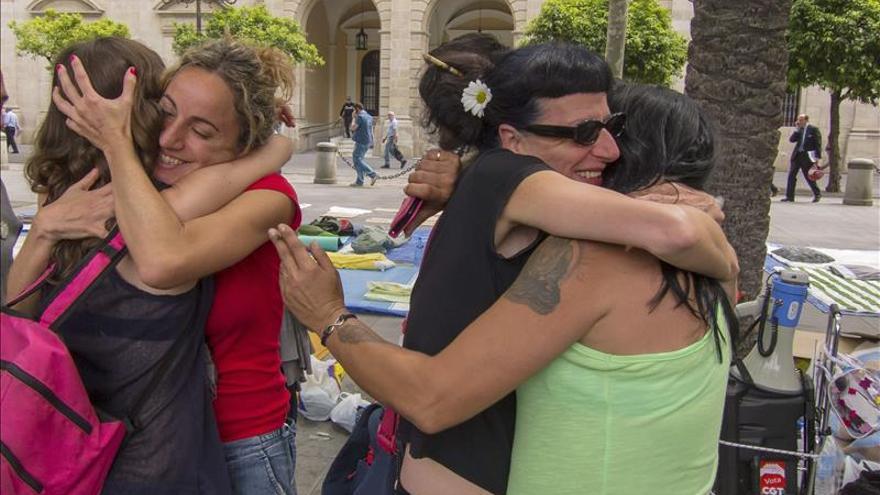 Personas desalojadas de la Corrala Utopía celebran la decisión de poder optar a una vivienda