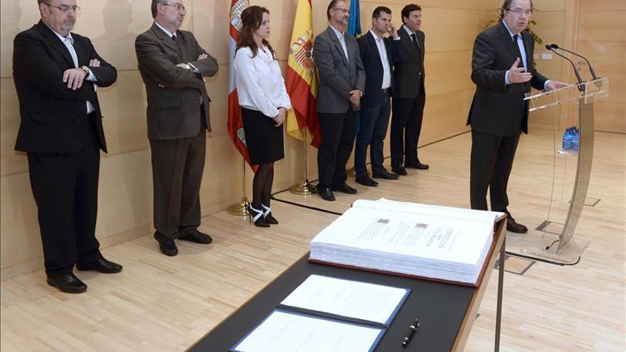 """Herrera defiende que """"el corazón múltiple de España"""" no puede ser """"partío"""""""