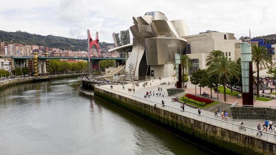 La Ría del Nervión y su inquilino más ilustre: el fastuoso Guggenheim bilbaíno.