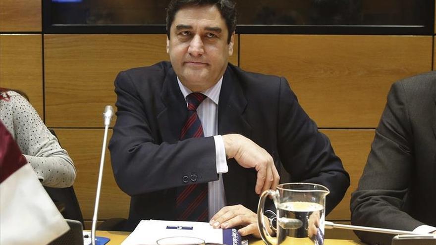 Echániz cree que un fondo de financiación perjudicaría la negociación con los laboratorios