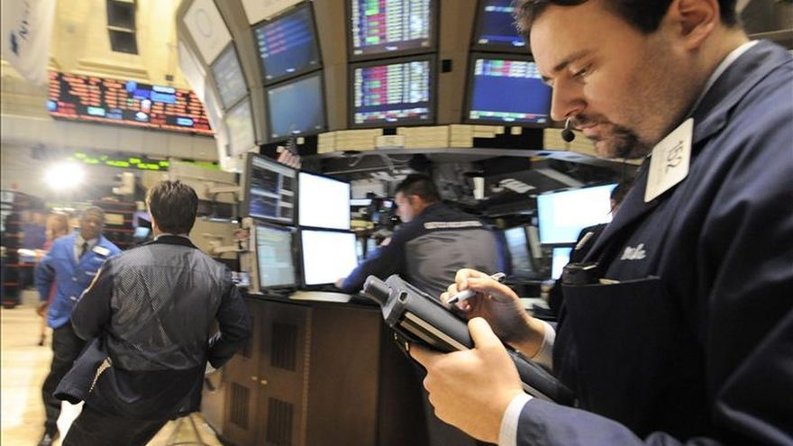 Wall Street cierra con pérdidas y el Dow Jones cae un 0,82 por ciento