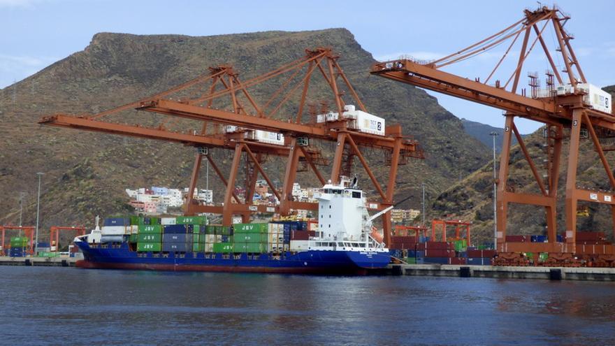 Grúas de TCT en la Dique del Este del puerto capitalino