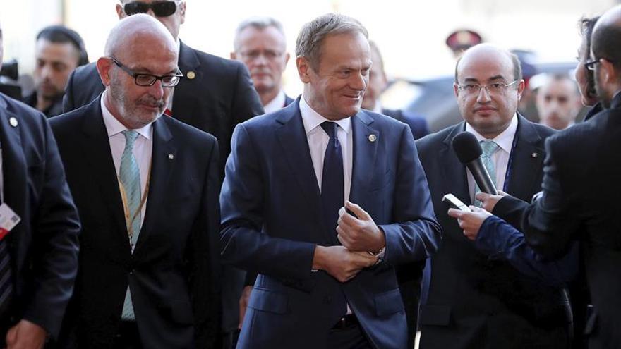 Donald tusk reelegido presidente del consejo europeo con for Presidente del consejo europeo