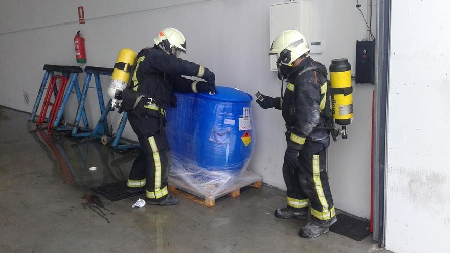 Desalojada una empresa en Tajonar ante el riesgo de explosión de bidones con sustancias peligrosas