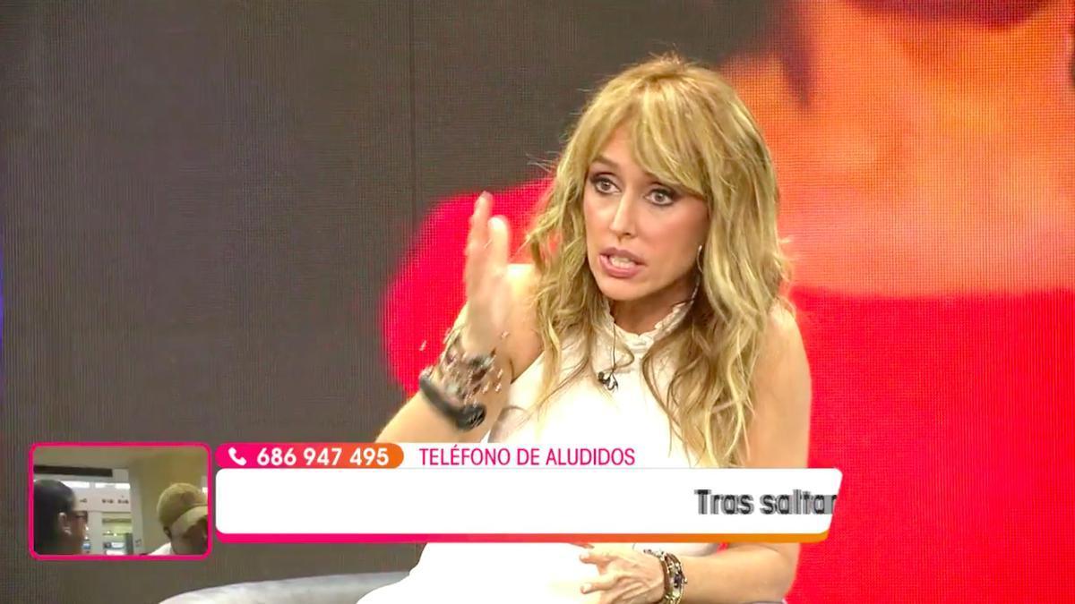 Emma García pronunciando el corte a Avilés
