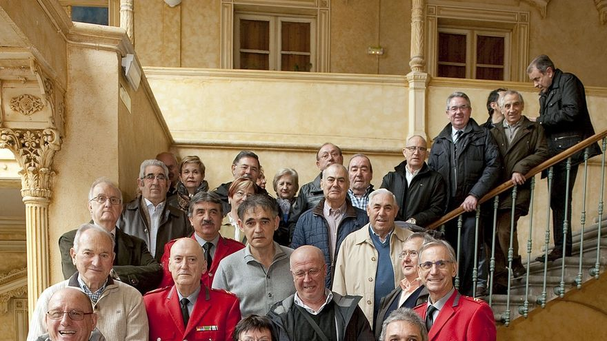 El Gobierno de Navarra homenajea a los siete policías forales jubilados y a los tres fallecidos el pasado año