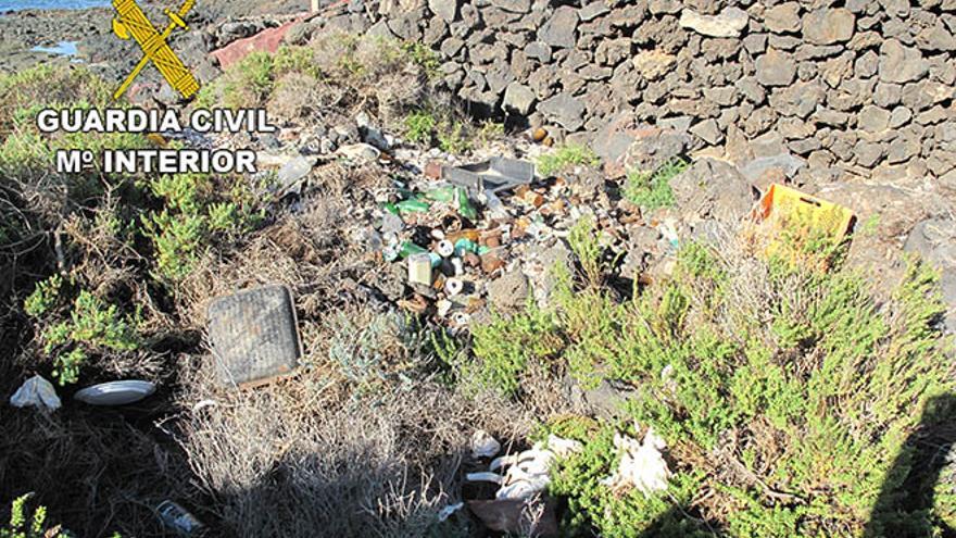 Residuos en el Risco de Famara, en el Parque Natural del Archipiélago Chinijo / Foto: Cedida.