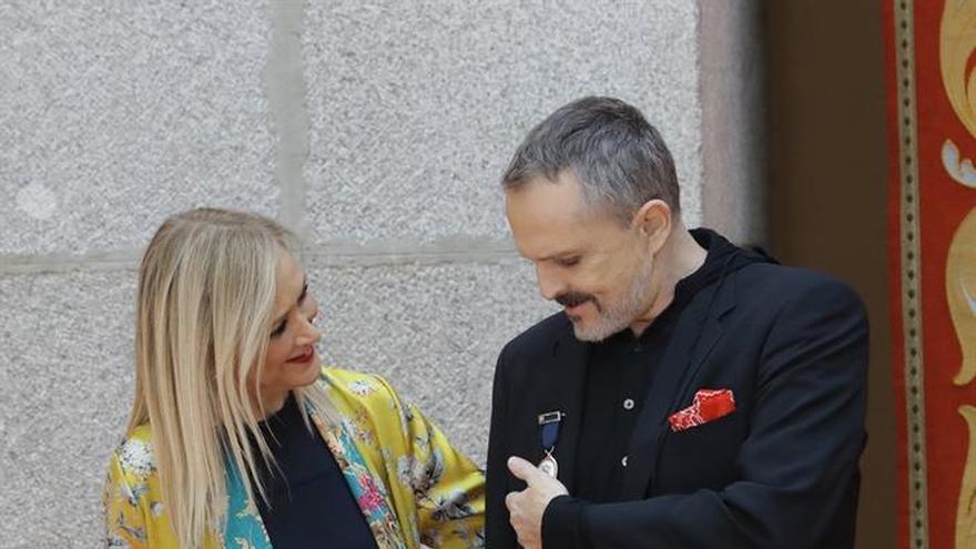 Miguel Bosé recibe la Medalla Internacional de las Artes de la Comunidad de Madrid
