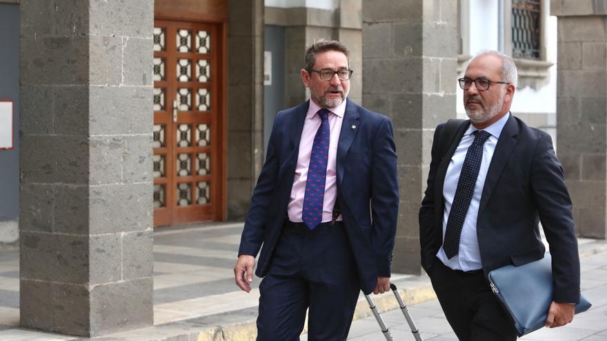Salvador Alba y uno de sus abogados. (Alejandro Ramos).