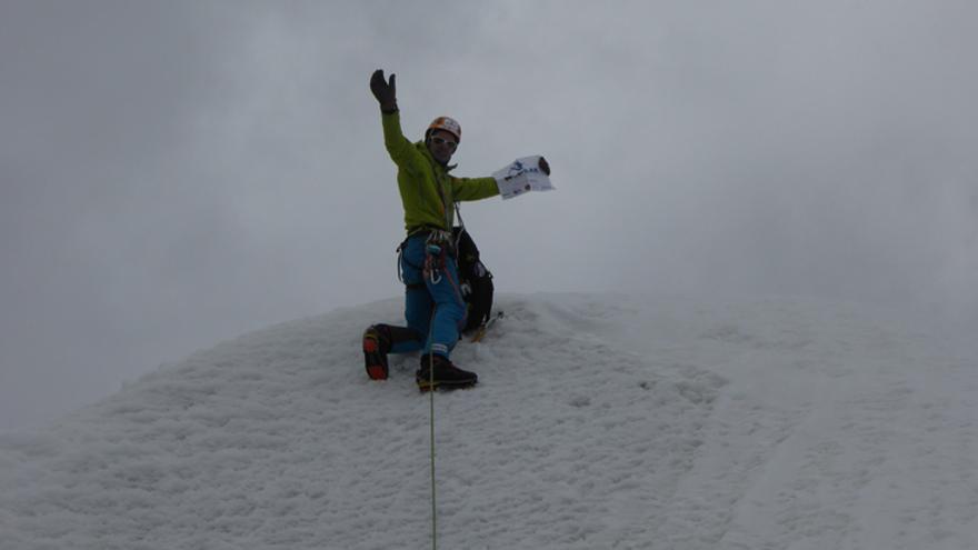 Alberto Iñurrategi en la cima del Pilar.