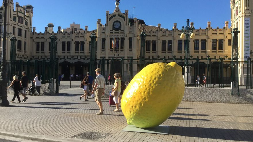 Un limón frente a la Estación del Norte