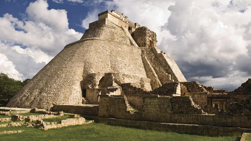 La Pirámide del adivino, en el complejo maya de Uxmal.