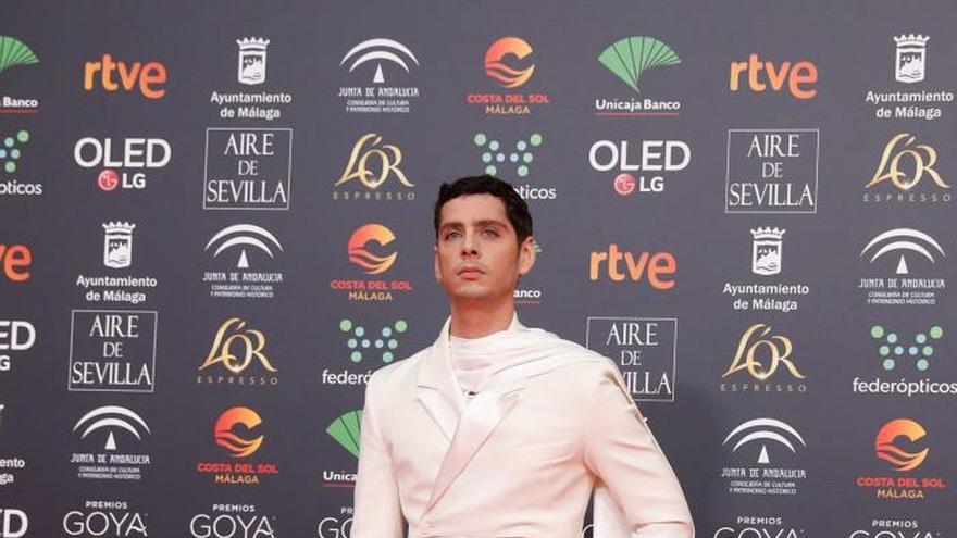 Eduardo Casanova, Marta Nieto o Belén Rueda brillan en la alfombra de los Goya