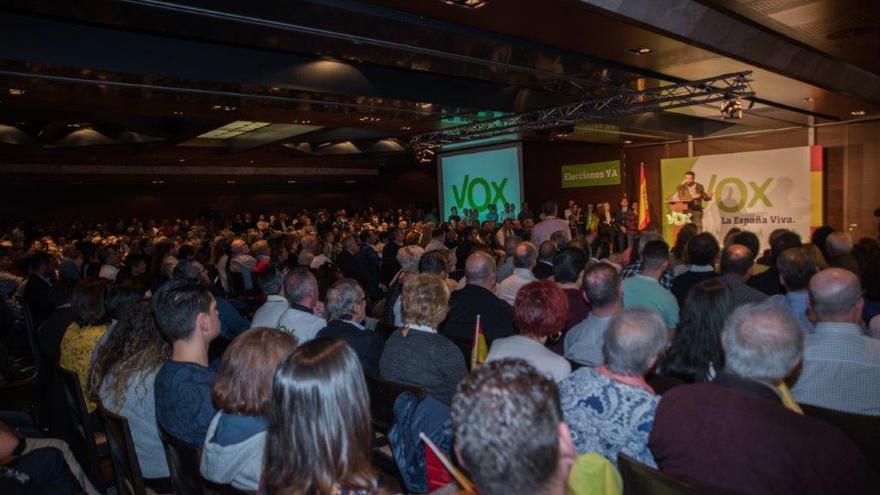 Asistentes al acto de Vox en el Hotel Nelva, Murcia / CARLOS TRENOR