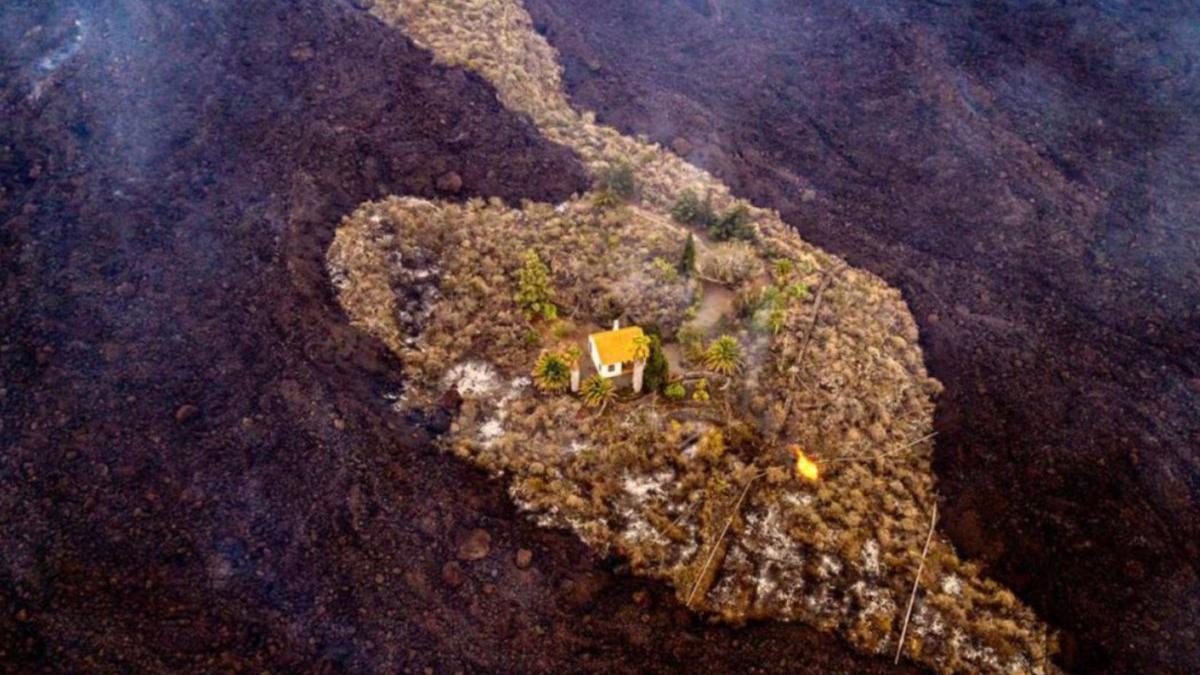 La casa rodeada por lava