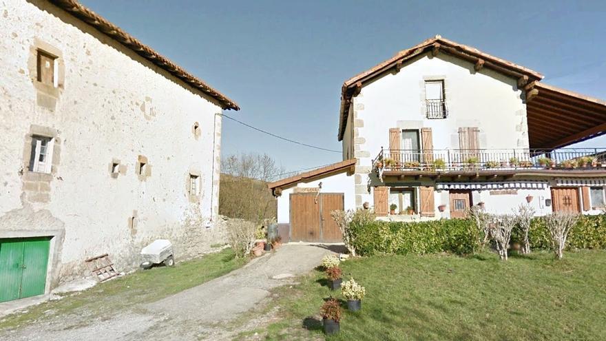 Casa de Juana Josefa, junto a la del cura.