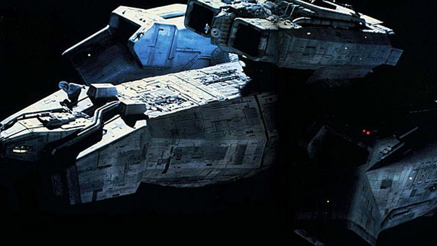 La nave Nostromo se mueve sin problemas por el espacio en 'Alien, el octavo pasajero'