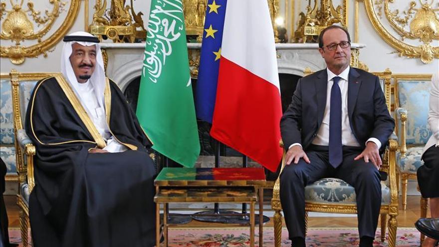 El nuevo rey saudí Salman con François Hollande el 1 de septiembre.